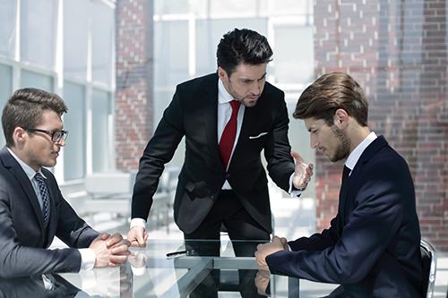 Comprendre le management disciplinaire dans le cadre du droit social au travail